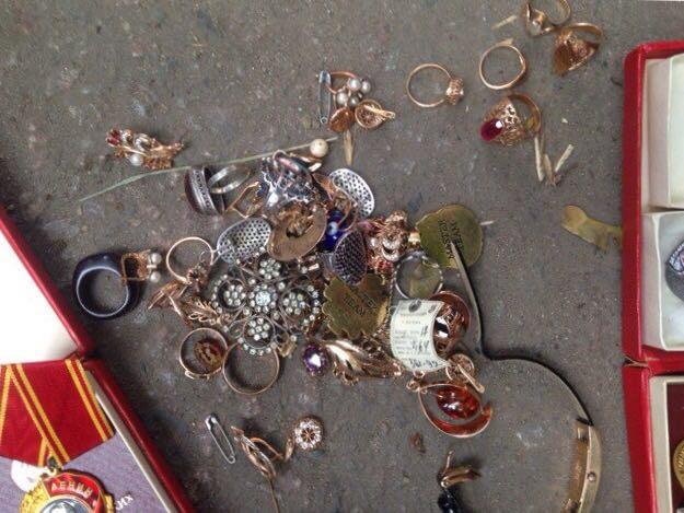 домушник, драгоценности, медали, кража