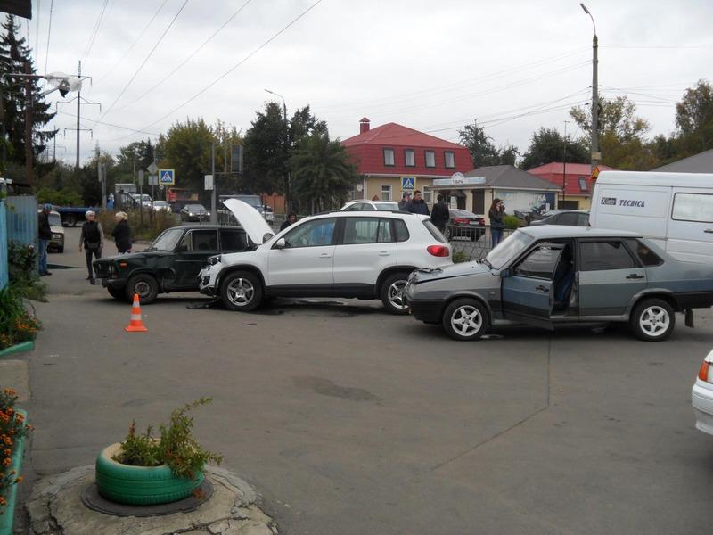 Массовое ДТП: вОрле иномарка протаранила две машины изабор
