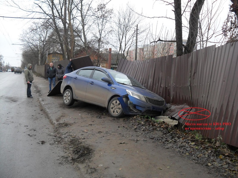 ВОрле Киа столкнулась сфурой ипроломила забор. имеется пострадавший