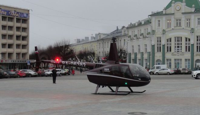 ВОрле нацентральной площади Ленина приземлился вертолет