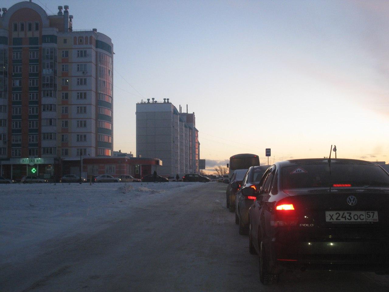 Из-за нового светофора вмикрорайоне Зареченский вОрле сформировалась пробка