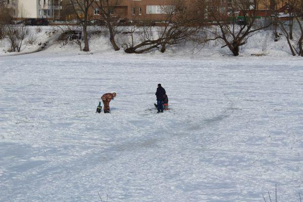рыбаки, лед