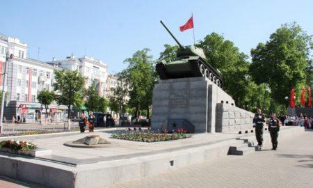площадь мира, танк, вечный огонь