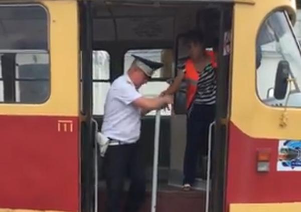 пьяный водитель трамвая