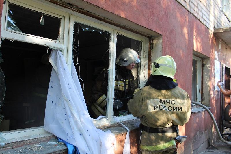 выбило окно, взрыв