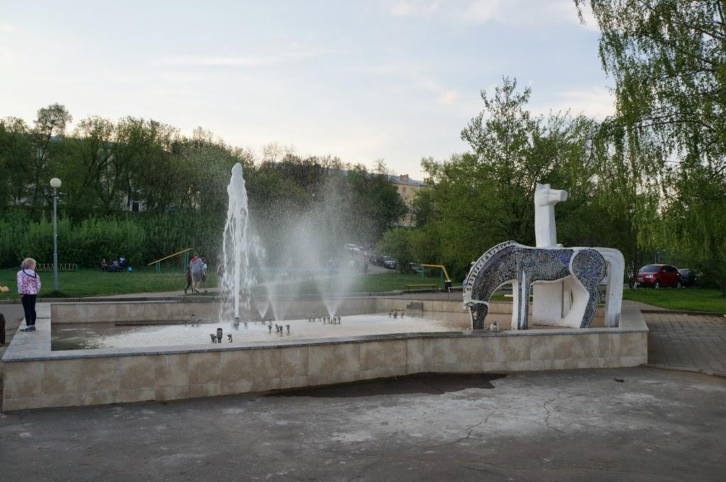 фонтан, кони