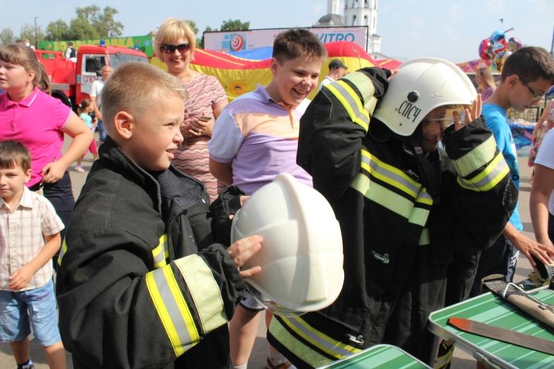 пожарные детям