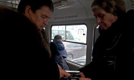 Новиков в трамвае