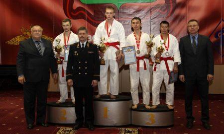 Анатолий Якунин (третий слева)