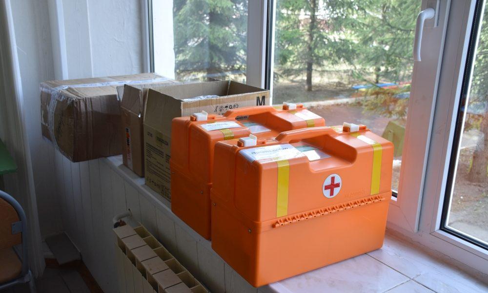 медицина, чемодан, красный крест