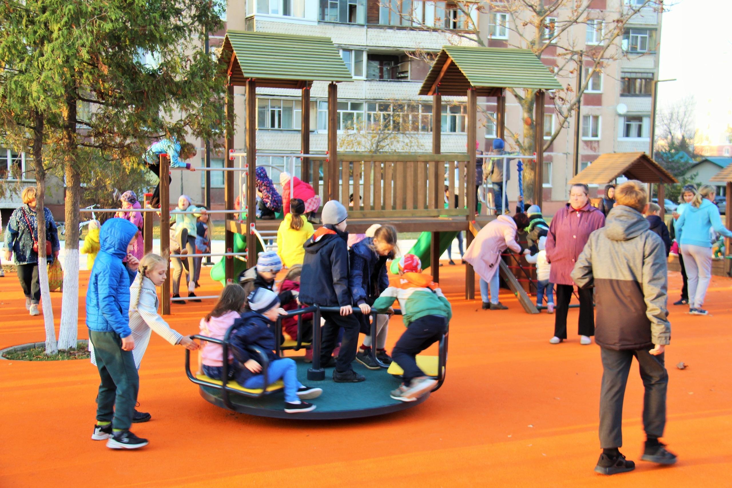 детская площадка, карусель, горка, благоустройство