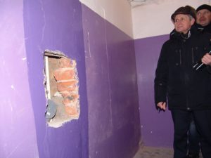 капремонт, дыра в стене