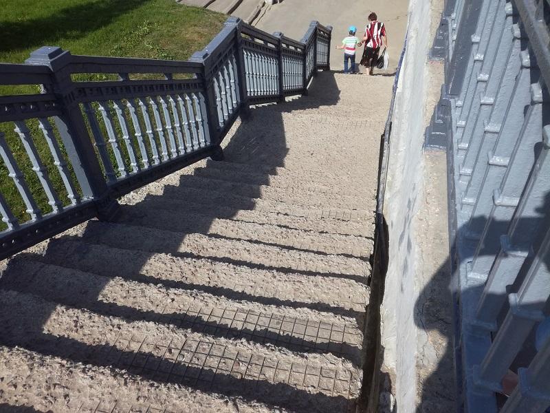 лестница, красный мост