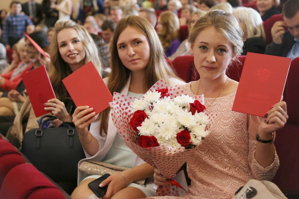выпускники дипломы