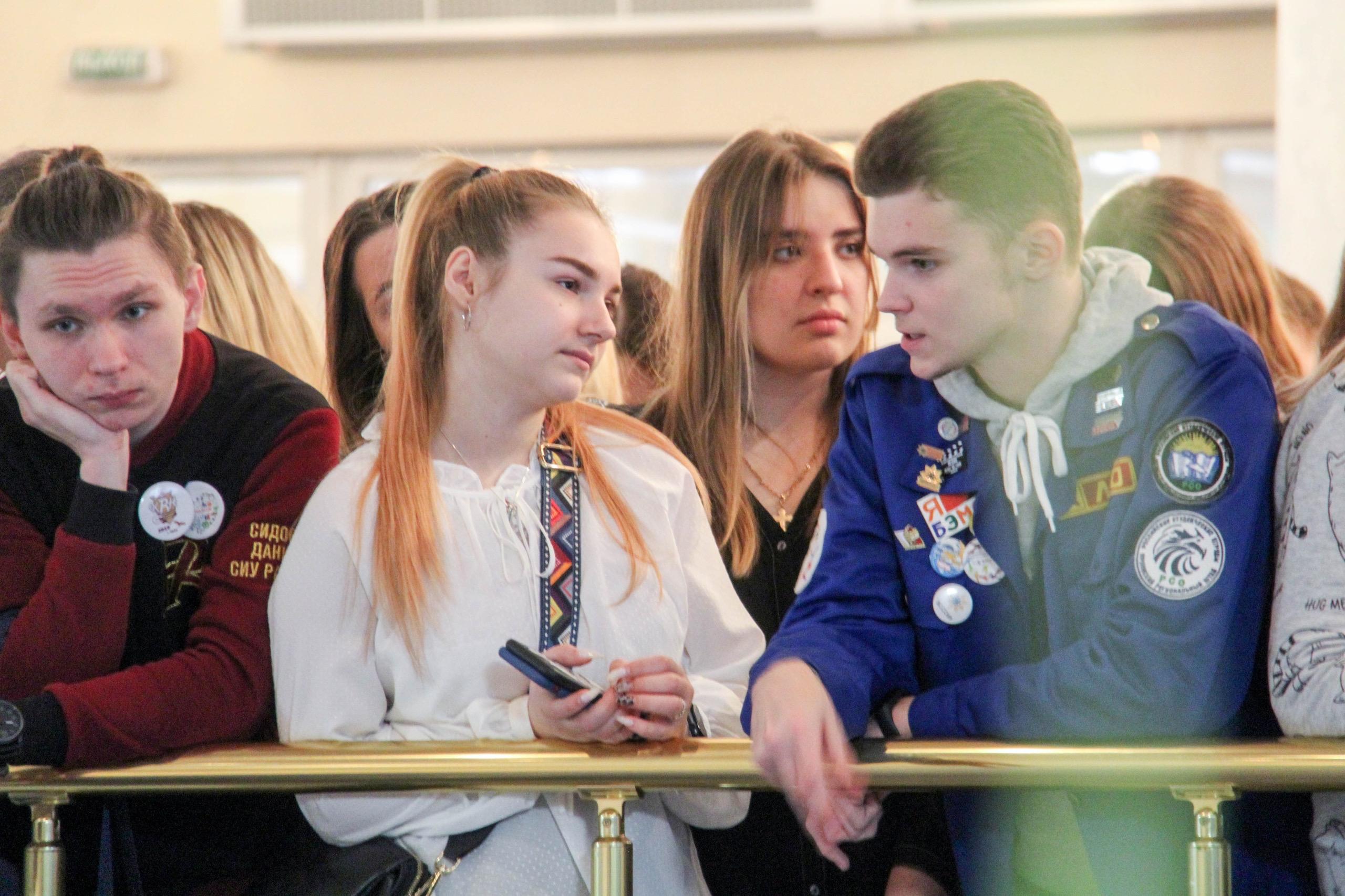 студенты, подростки, молодежь