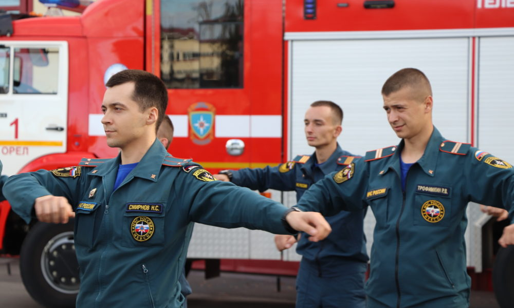 orlovskie-sotrudniki-mchs-rossii-prinyali-estafetu-vserossiyskogo-tancevalnogo-fleshmoba_16002443651029351308__2000x2000